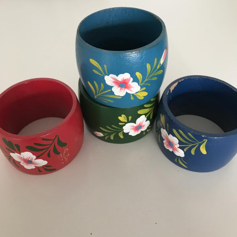 Set 4 handbeschilderde servetringen