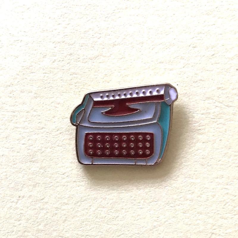 Pin retro typemachine