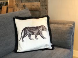 Kussen wit velours met tijger en zwarte franjes - 45x45 cm