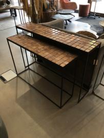 Sidetable van zwart ijzer met terracotta tegels M - 27x101x70 cm