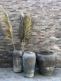Antieke kruik (links)