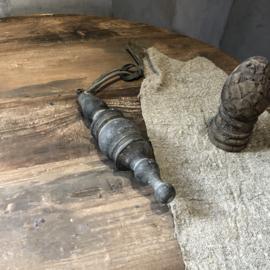 Houten klos met lederen koord - 22 cm