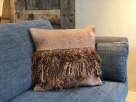 Kussen Zara brique met schapenvacht - 50x50 cm