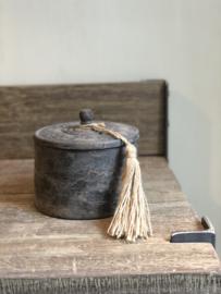 Houten pot met deksel en kwastje