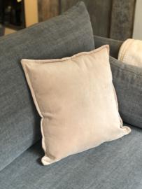 Kussen van matte velourse stof - beige/leverkleur - 45x45 cm