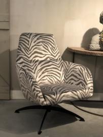 Fauteuil Ties in een zilver-groene zebra stof met draaipoot