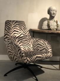Fauteuil Ties in grijs-zwarte zebra stof met draaipoot