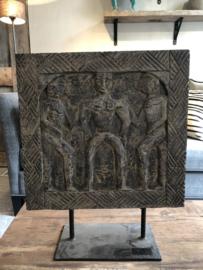 Houten tribal ornament op statief met 3 poppen - 40x15x48 cm