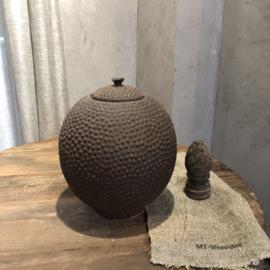 Bruine pot met deksel - Stippeltjes patroon