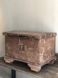 Roze antieken kastje 67x48x50cm