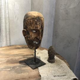 Houten masker op statief