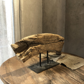 Grof stuk hout op statief