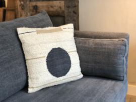 Ecru kussen met donkerblauwe cirkel - 45x45 cm