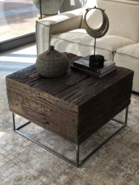 Salontafel van robuust hout met ijzeren onderstel - 70x70 cm