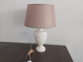 Tafelaankleding - Wedgwood Embossed lamp
