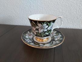 Madonna Lily  - Koffie kop en schotel (damesmodel)