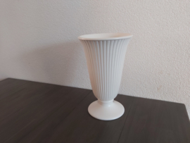 Tafelaankleding - Wedgwood ribbel vaas ca 24 cm hoog (mat)