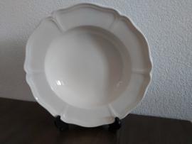 Queen's Plain Creme - Pastabord 26,5 cm