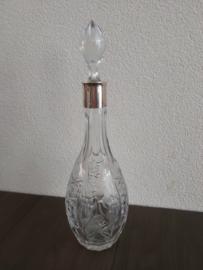 Likeurkaraf versierd met wijnbladeren en zilveren kraag
