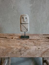 Little stoneman on stand, grijs