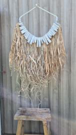 Raffia hanger met wit drijfhout