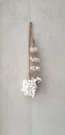 Hanger tros witte schelpjes