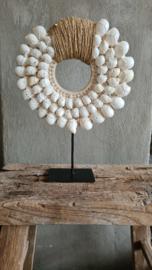 Schelpenketting rond, witte schelp met jute touw