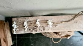 Hanger kleine schelpjes met touw