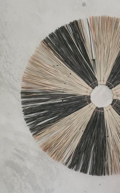 Raffia zwart/naturel wandhanger grof