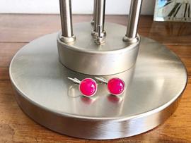 oorbellen zilver klapcreolen met fuchsi roze agaat