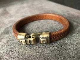 armband heren van middenbruin leer met bronzen slot