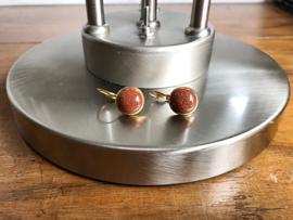 oorbellen kort goud met goudsteen bruin