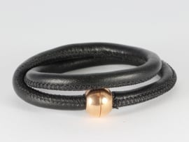 armband-collier met zwart nappaleer en roségoud magneetslot