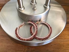oorbellen creolen rosegoud met bruin kristal