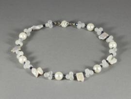 collier met witte parels en bergkristal