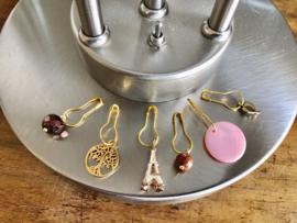 steekmarkeerders goud met bedeltjes en edelstenen
