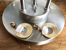 oorbellen lang mat goud messing met swarovski en biwaparels