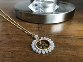 collier goud met sneeuwwit kristal hanger