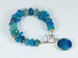 armband met blauwe fire crackle agaat en zilver