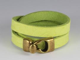 armband trendy groen leer met antiek goud haakslot