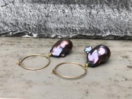 oorbellen creolen goud met barokparels zwart