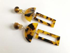 oorbellen lang met clips tijgeroog en resin