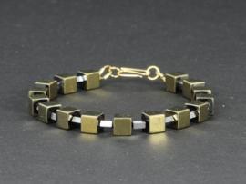 armband met kubussen en staafjes van hematiet goud en zilver