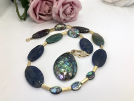 collier / ketting fire crackle agaat en abalone shell