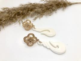 oorbellen lang goud met been hangers