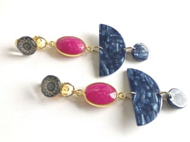 oorbellen lang goud met clips in blauw en fuchsia