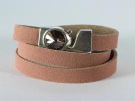 armband roze DQ suède met zilver haakslot met kristal