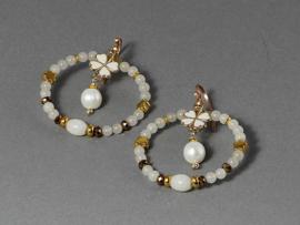 oorbellen lang goud met witte jade,