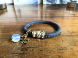 armband leer blauw met strass slot