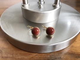 oorbellen goud met bruin/rode jaspis